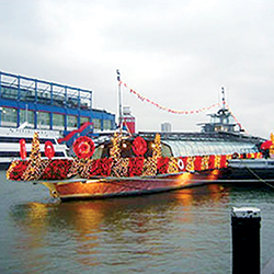 Chelsea Piers was also the location of choice for a pop-up holiday Target store, which included a themed barge docked alongside Pier 62 and a refitted Bateaux New York. As one of the earliest examples of a pop-up store, this 2002 event provided New Yorkers with a truly unique shopping experience.